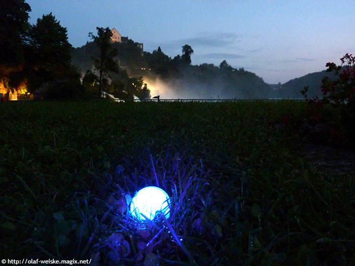 Golfball-Uhu-Effekt vor dem Rheinfall-1